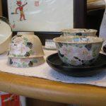 椿絵の煎茶茶碗と抹茶茶盌