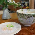抹茶茶盌淡青藤の絵と砂糖菓子有平糖