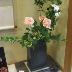 亀井勝氏の黒磁釉の角花瓶